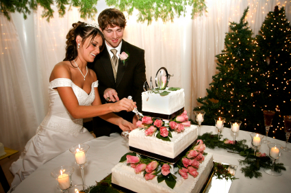 Choosing creative wedding cakes designs is increasingly popular, even including waterfalls and cascade novelty designs